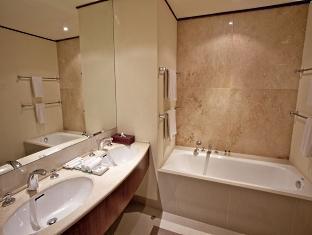 実際の家のトイレとは大きく、大きく異なります。
