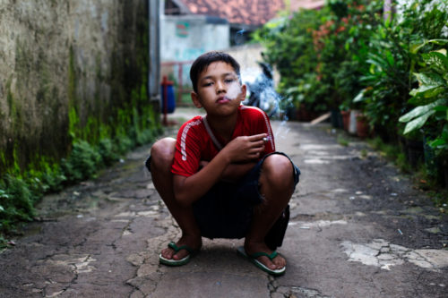 marlboro-boys-dokumentasi-kebiasaan-merokok-anak-di-indonesia-10